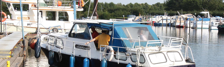 Anlegemanöver Motorboot 0001.JPG by Bin im Garten, Lizenz: CC BY-SA 3.0
